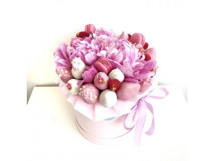 Květinový box z růží a sladkostí fialovy