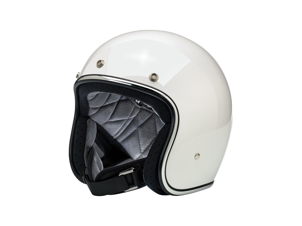 Biltwell Bonanza helma otevřená 3/4 barva bílá s bezpečnýmdvojitýmD–kroužkemproutažení a patentovým knoflíkem. Ručněšitávložkasodvodem vlhkosti,pěnové polstrovánípro prodyšnostapohodlí. PřilbyBiltwellmají bezpečnostní certifikaciDOT. Vnější skořepina ze vstřikovaného ABS. Vnitřní výplň z tvrzeného polystyrénu.TW Ryder
