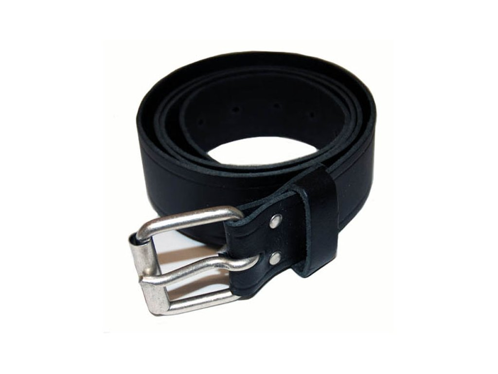 Černý MCS kožený pásek s kovovou přezkou. Vyrobeno ze 100% kůže, 125 cm dlouhý. TW Ryder