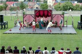 Písně a tance před branami renesance