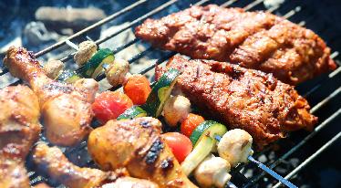 Grilování, barbecue a uzení – jaké jsou rozdíly