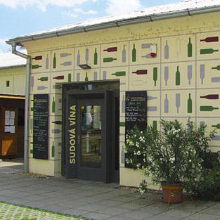 Znovín Znojmo - prodejna sudových vín a sýrů