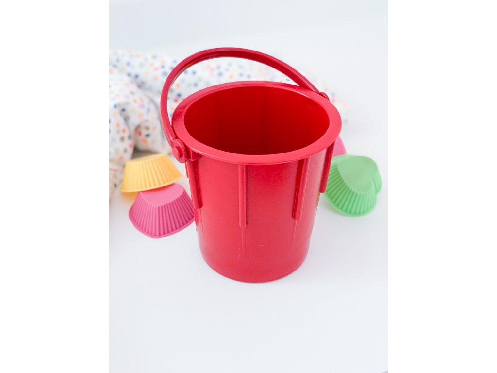 Klasický kyblík z odolného plastu červený