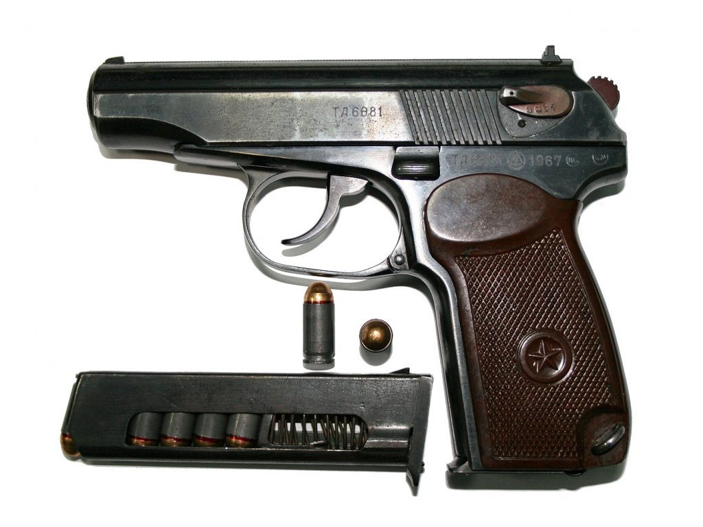 1280px 9 мм пистолет Макарова с патронами