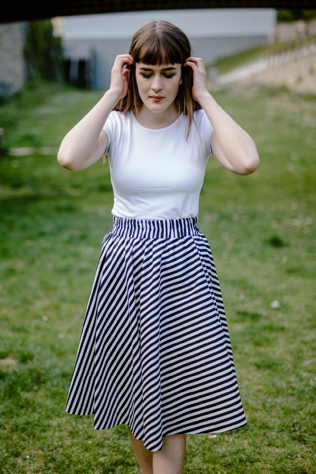 sukně ŠIKMÝ PRUH v barevných variantách