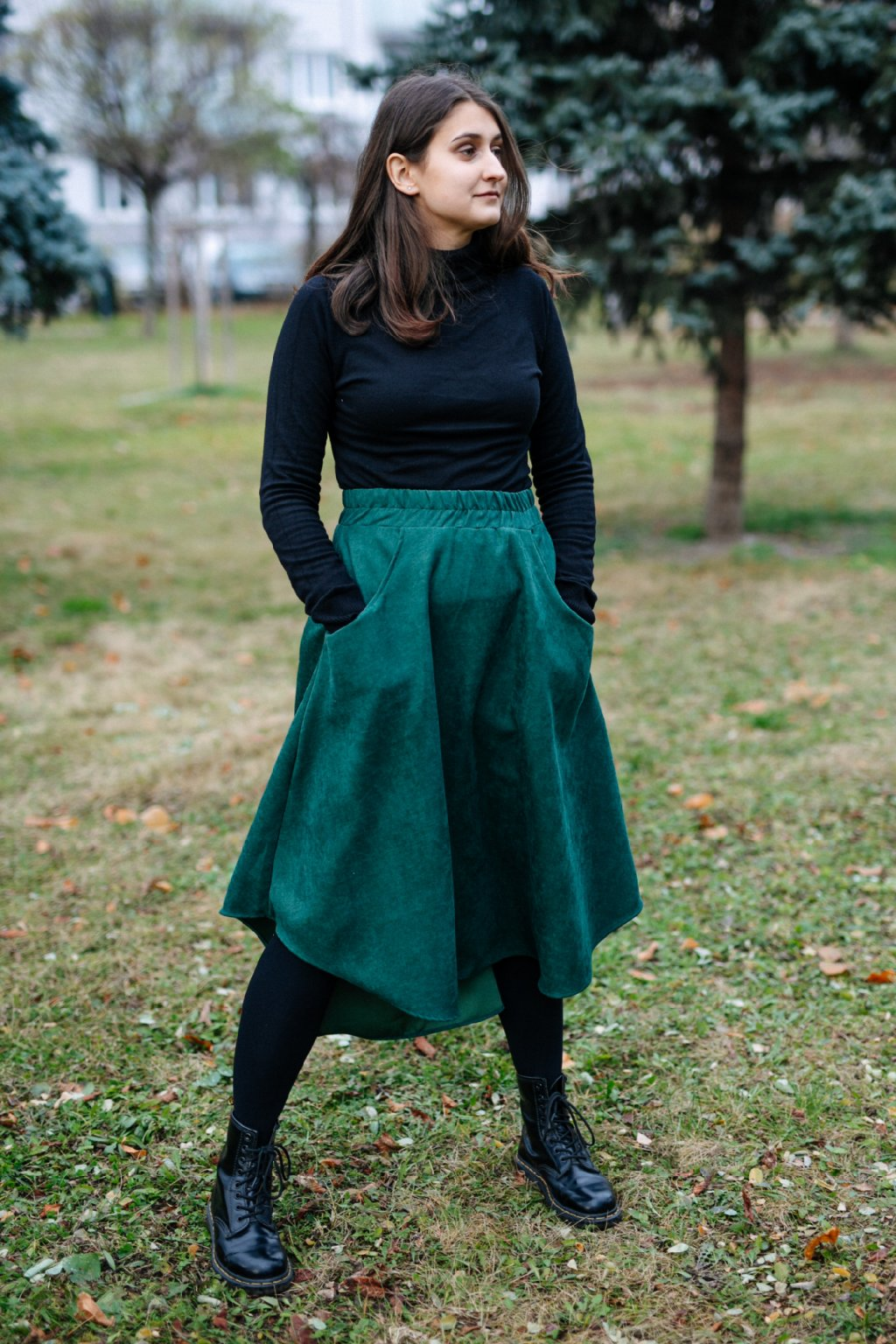 LAHVOVĚ ZELENÁ asymetrická sukně (manšestr jemný)