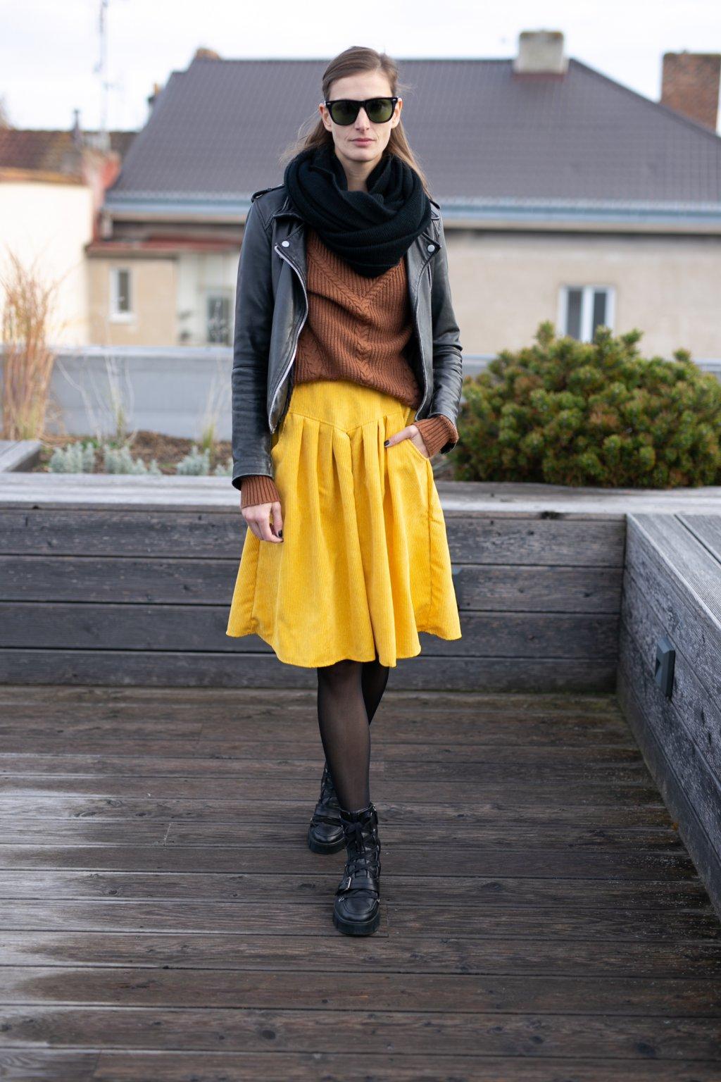ŽLUTÁ sukně s klínem