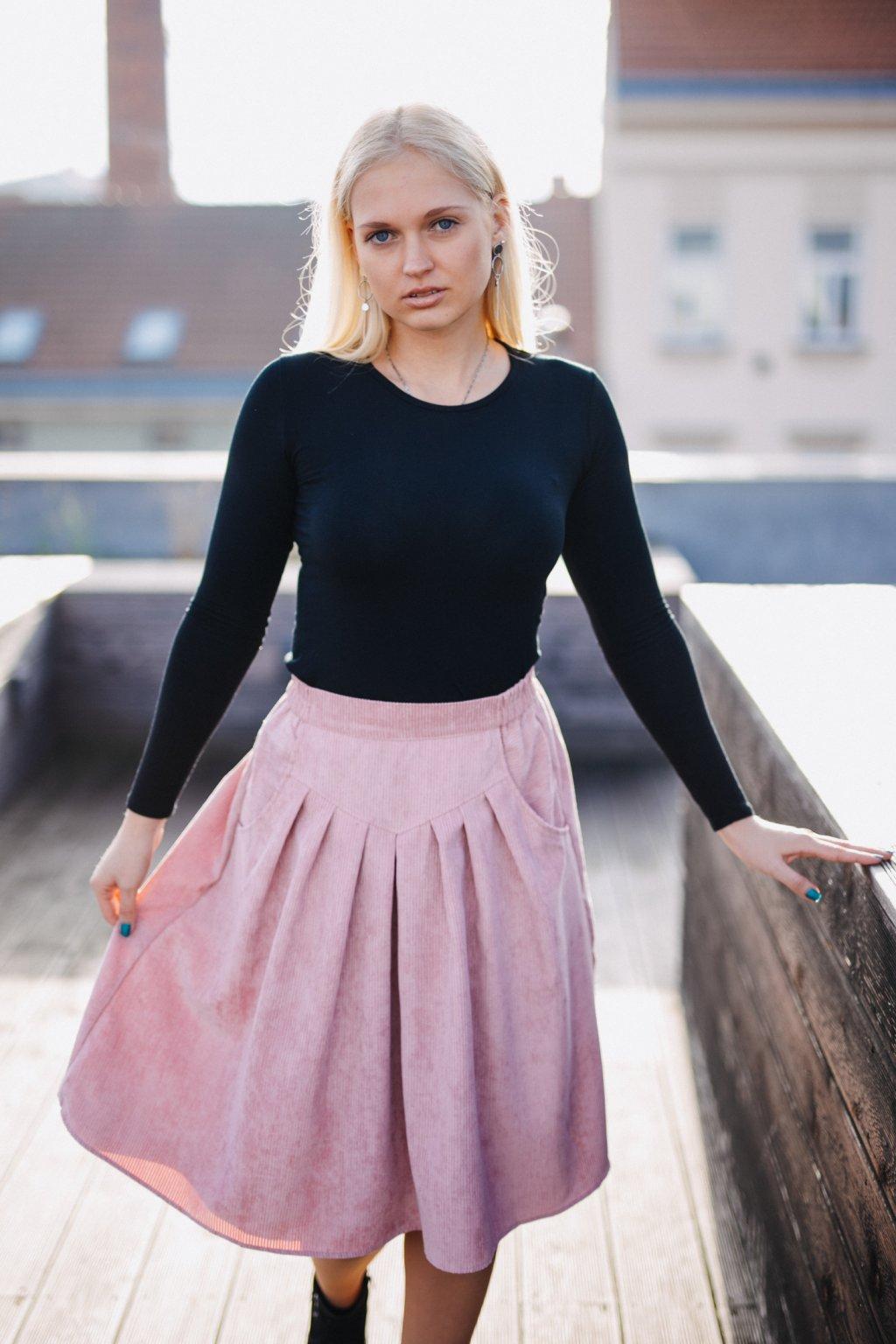 RŮŽOVÁ sukně s klínem