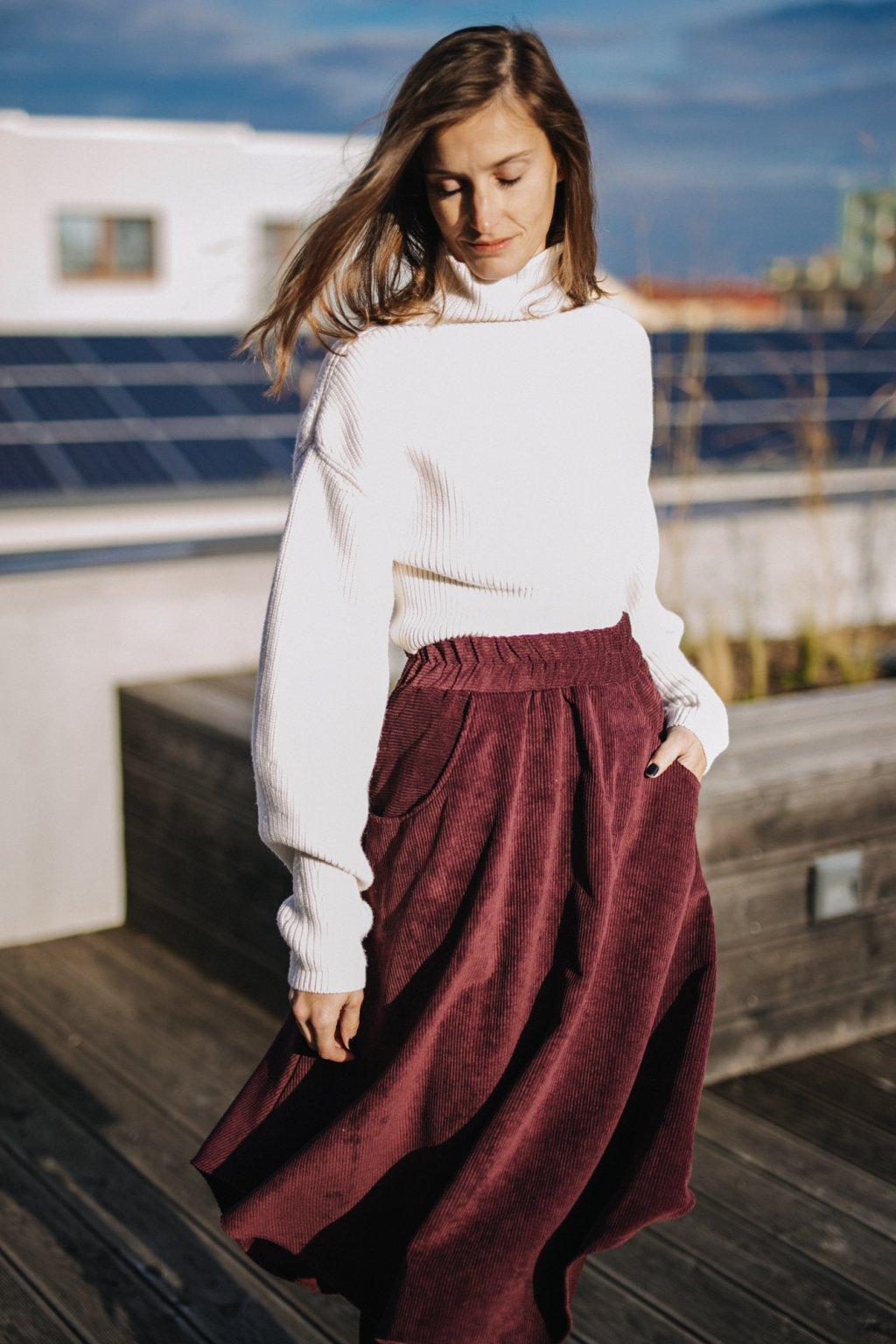 TMAVĚ ČERVENÁ asymetrická sukně (manšestr klasický)