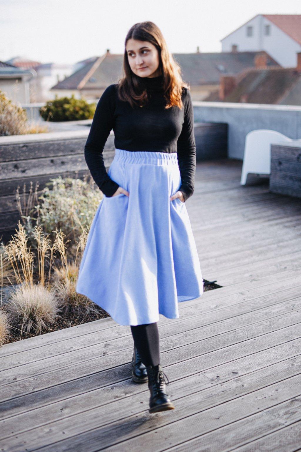 SVĚTLE MODRÁ asymetrická sukně (manšestr klasický)