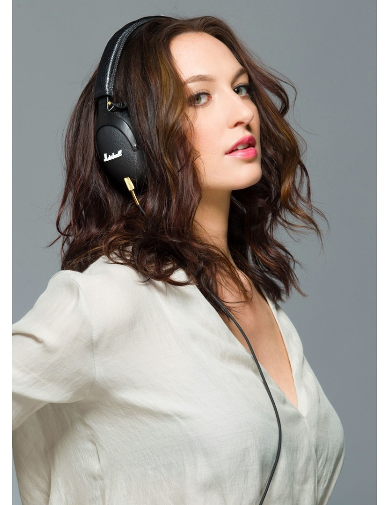 marshall-monitor-headphones-in-girl_1