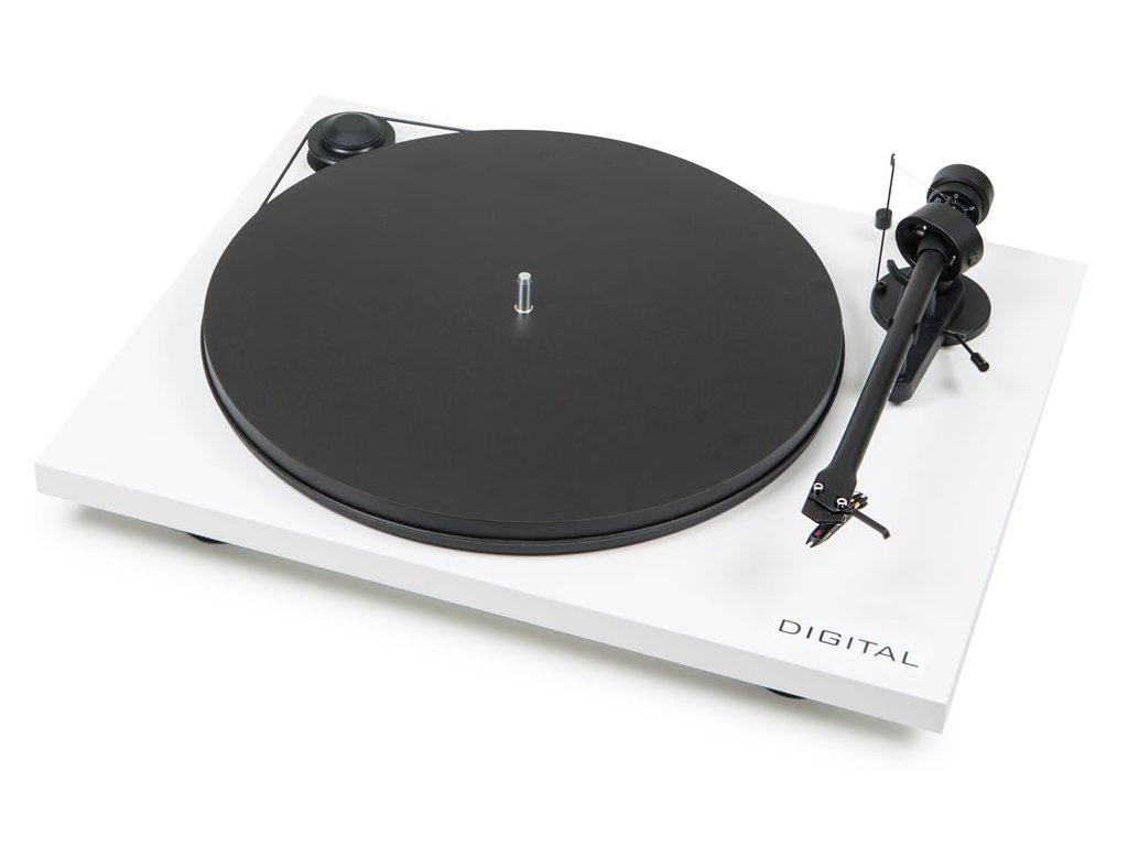 Kvalitní dvourychlostní gramofon s řemínkovým pohonem, zabudovaným předzesilovačem a digitálním výstupem Pro-Ject Essential II Digital+OM5E