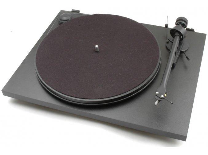 Kvalitní dvourychlostní gramofon s řemínkovým pohonem a velmi tichým synchronním motorem Pro-Ject Essential II+OM5E