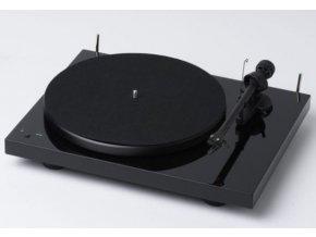 Kvalitní gramofon s řemínkovým pohonem Pro-Ject DEBUT III RECORDMASTER PIANO + OM 10