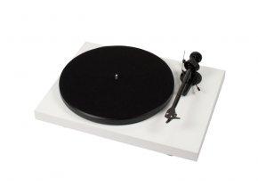 Kvalitní gramofon s  karbonovým ramenem, výstupními RCA konektory a sorbotanovým tlumením motoru DEBUT CARBON DC + OM 10
