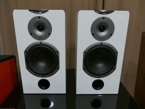 Kvalitní regálové (stojanové) 2-pásmové reprosoustavy s impedancí 8 Ohmu, vysokou citlivostí a mohutným zvukem Cabasse MT31 Antiqua