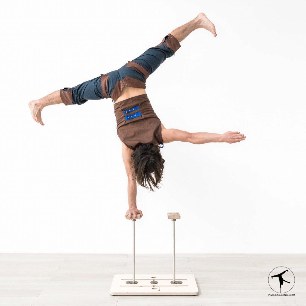 play hand balance board