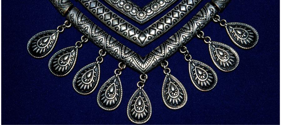 Dámske fashion náhrdelníky: Viete ako ich nosiť a kombinovať?