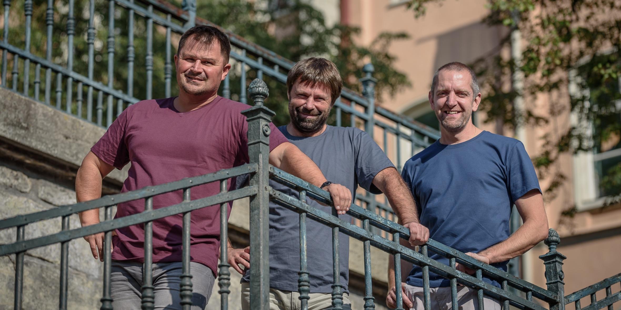 Unikátní české triko, které nepropotíte ani neumažete. Tři kamarádi z Chrudimi vytváří textil budoucnosti