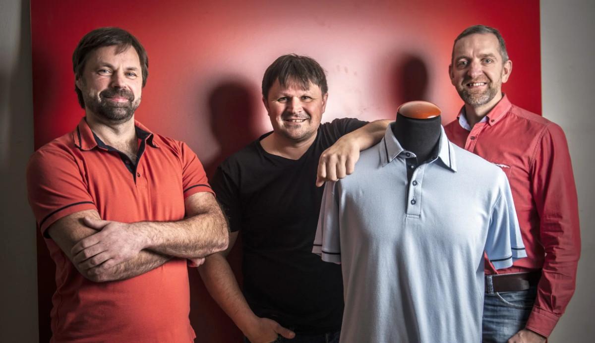 Tři v triku. Čtyřicátníci slaví úspěch s oděvem, který nepropotíte