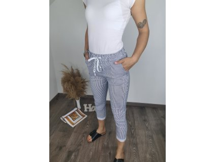 Dámske pruhované skrátené nohavice modro-biele