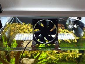 USB větrák 80x80 mm s držákem