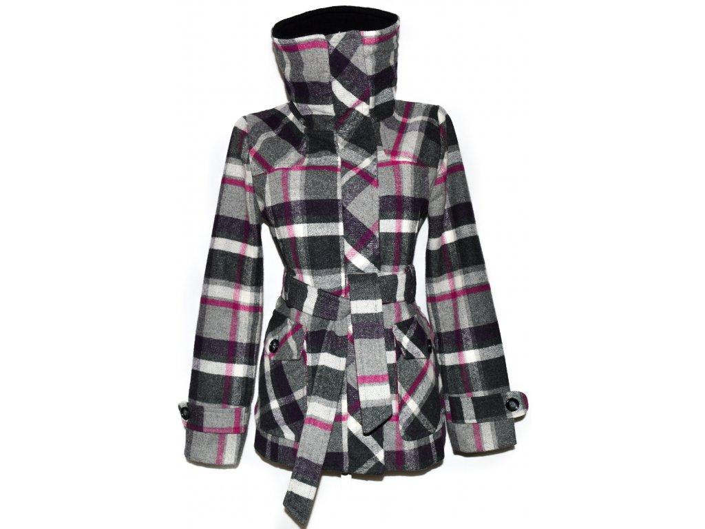 Dámský šedorůžový kostkovaný kabát s páskem