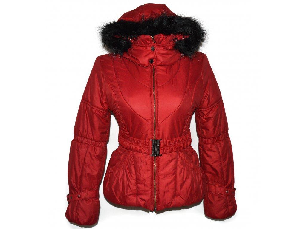 Dámský šusťákový červený kabát s páskem a kapucí ICON