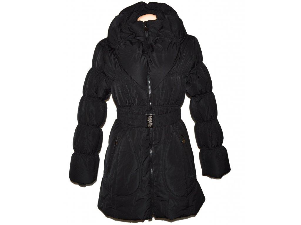 Dámský černý prošívaný zimní kabát s páskem a límcem L