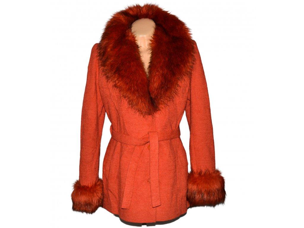 Dámský oranžový kabát s páskem a kožíškem XXL