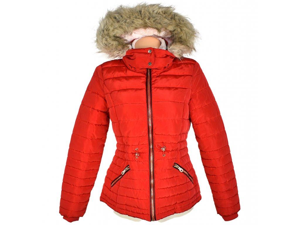 Dámská červená prošívaná bunda s kapucí F&F 12/40