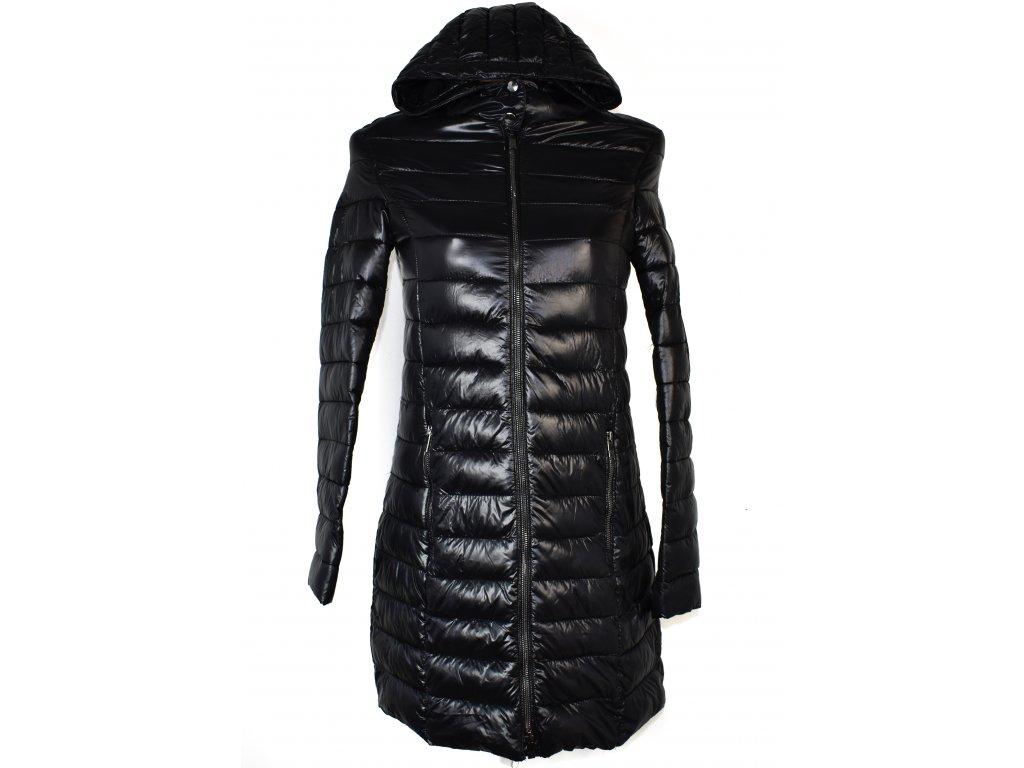 Dámský černý prošívaný kabát s kapucí AMISU 34