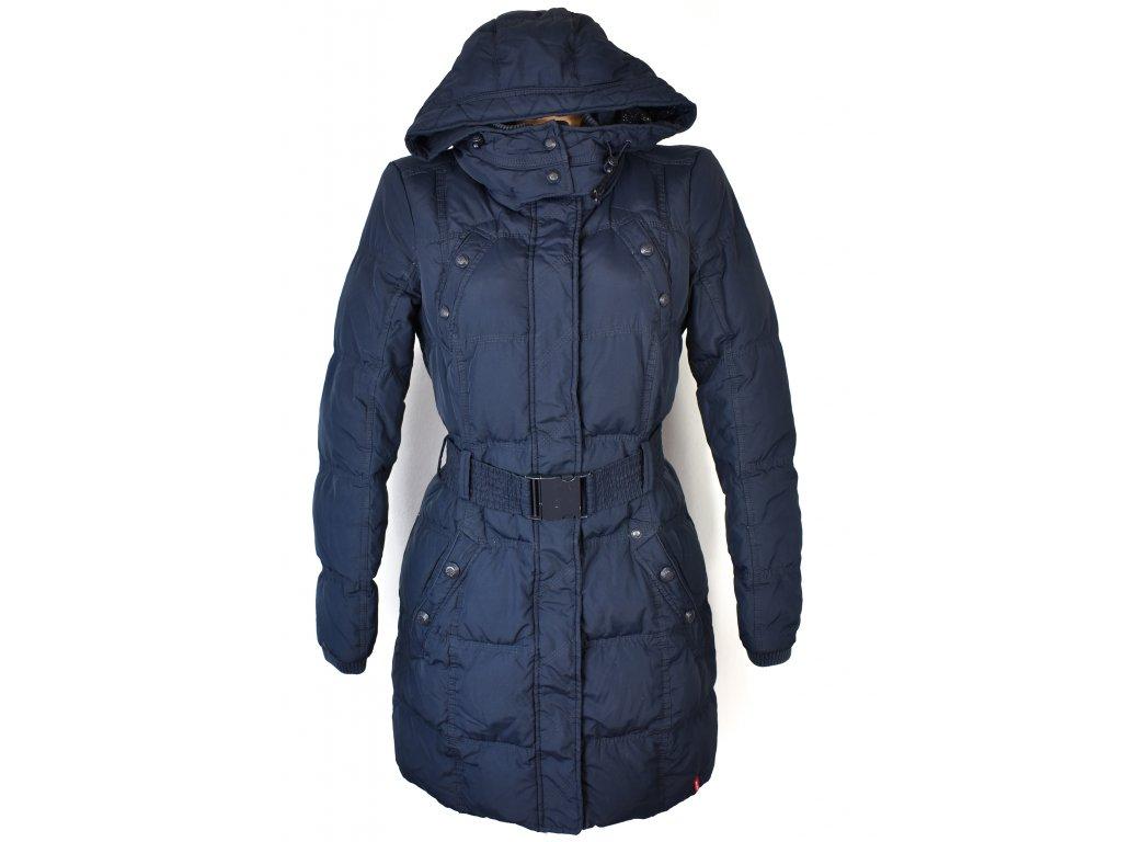 Péřový dámský modrý prošívaný kabát s páskem a kapucí EDC S