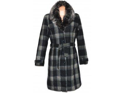 Dámský zateplený šedý dlouhý kabát s páskem a kožíškem ORSAY