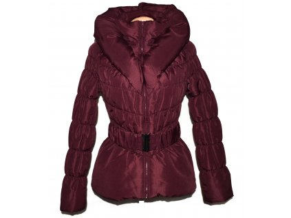 Dámský vínový prošívaný kabát s páskem a límcem VERO MODA M