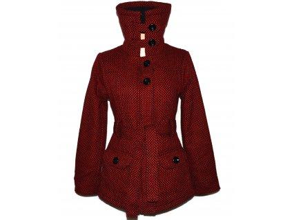 Dámský černo-červený zateplený kabát s páskem L
