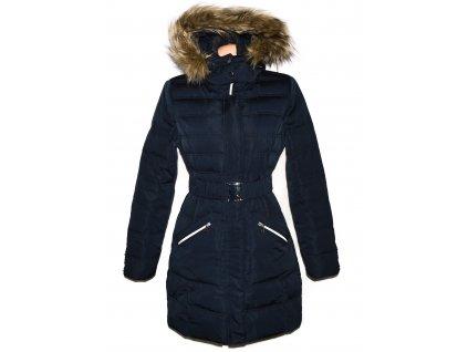 Péřový dámský tmavě modrý prošívaný kabát s páskem a kapucí Orsay 38