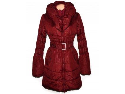 Dámský vínový prošívaný kabát s páskem a límcem L