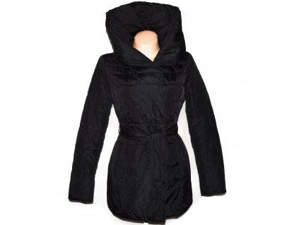 Dámský černý prošívaný kabát s páskem a kapucí AMISU 36