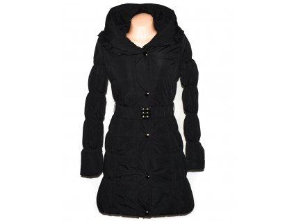 Dámský černý prošívaný zimní kabát s páskem a kapucí Forest S
