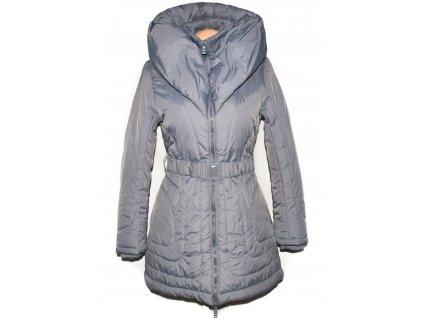 Dámský šedý prošívaný zimní kabát s páskem a límcem S