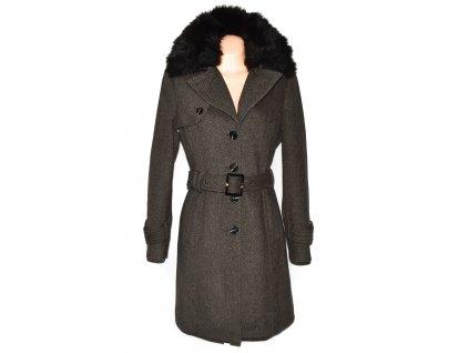 Vlněný (52%) dámský hnědý kabát s páskem a kožíškem C&A