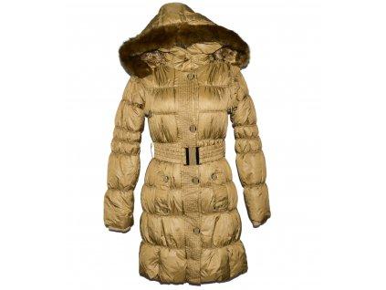 Dámský zlatý prošívaný zimní kabát s páskem a kapucí S/M