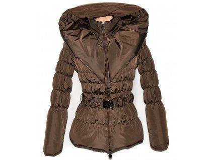 Dámský hnědý prošívaný kabát s páskem a límcem S - M