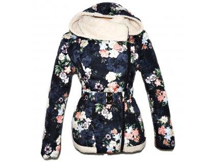 Dámský prošívaný kabát s páskem a kapucí s květinovým vzorem L