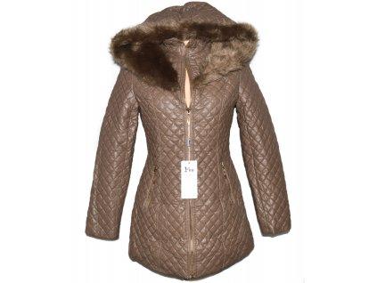 Dámský hnědý prošívaný koženkový zimní kabát s kapucí S - s cedulkou
