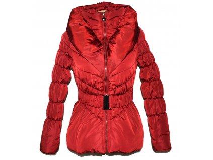 Dámský červený prošívaný kabát s páskem a límcem S/M