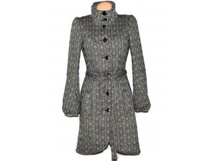Dámský černobílý vzorovaný kabát s páskem VERO MODA S