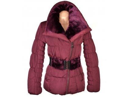 Dámský prošívaný vínový kabát s páskem a kožíškem GALLOP L