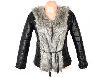 Dámský černý prošívaný kabátek s kožíškem a páskem XS/S